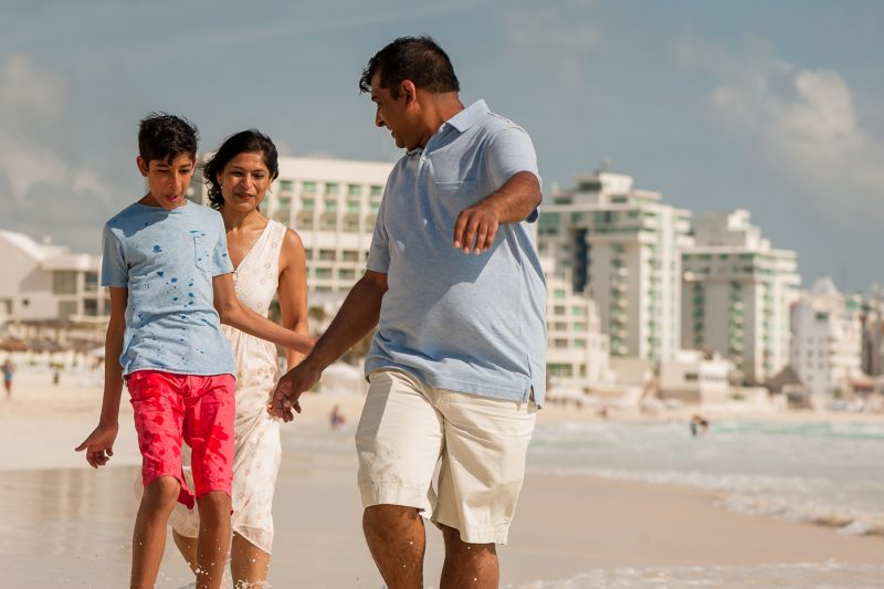 westin hotel cancun family photo session