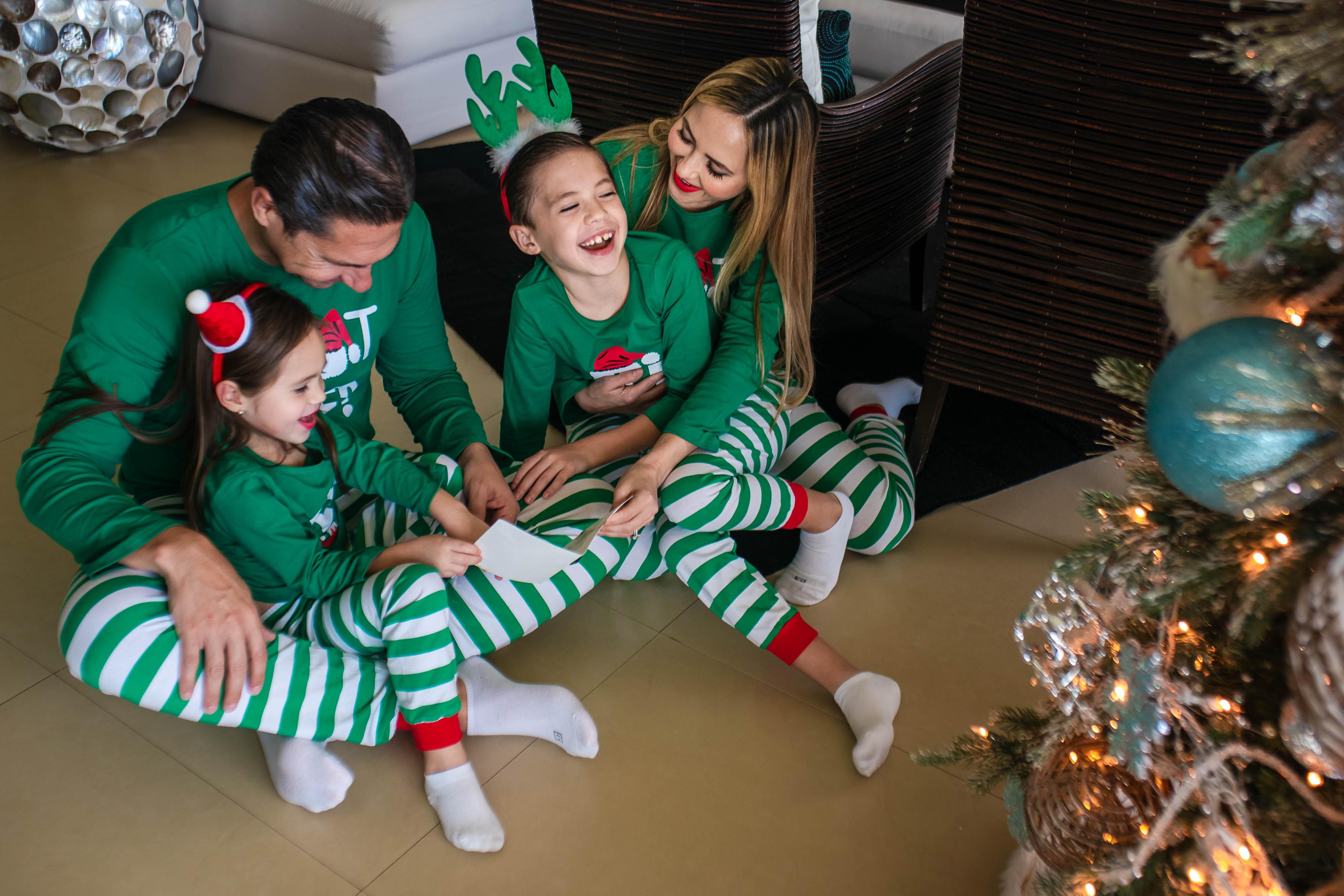 Christmas In Cancun 2019.Chapa De La Rosa Family Christmas Session Cancun Family